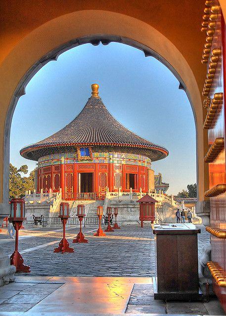 Le #TempleduCiel ou l'Autel du Ciel est un édifice religieux situés dans la partie sud-est du centre de #Pékin, en #Chine