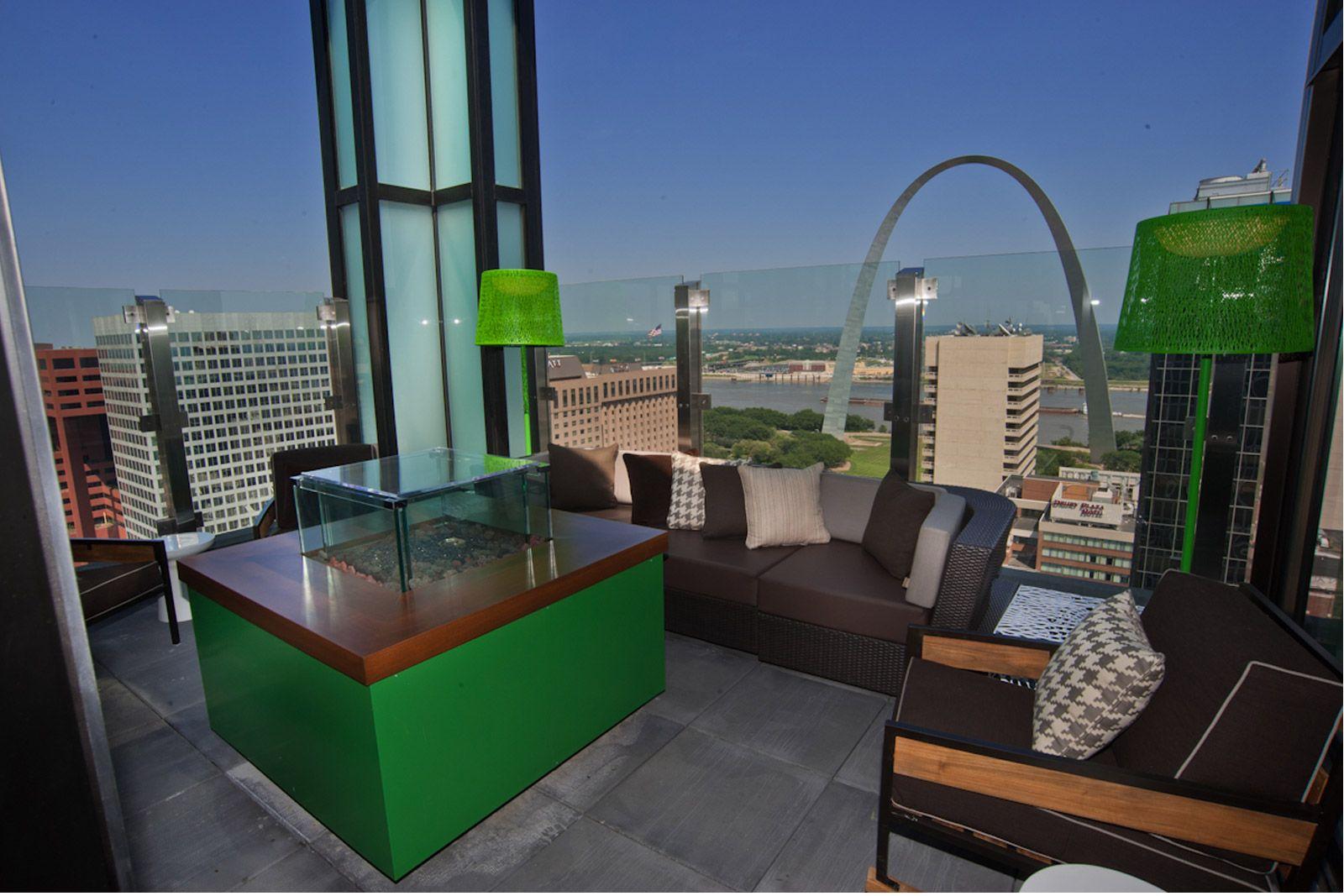 360 rooftop in st louis for drinks indoor and outdoor