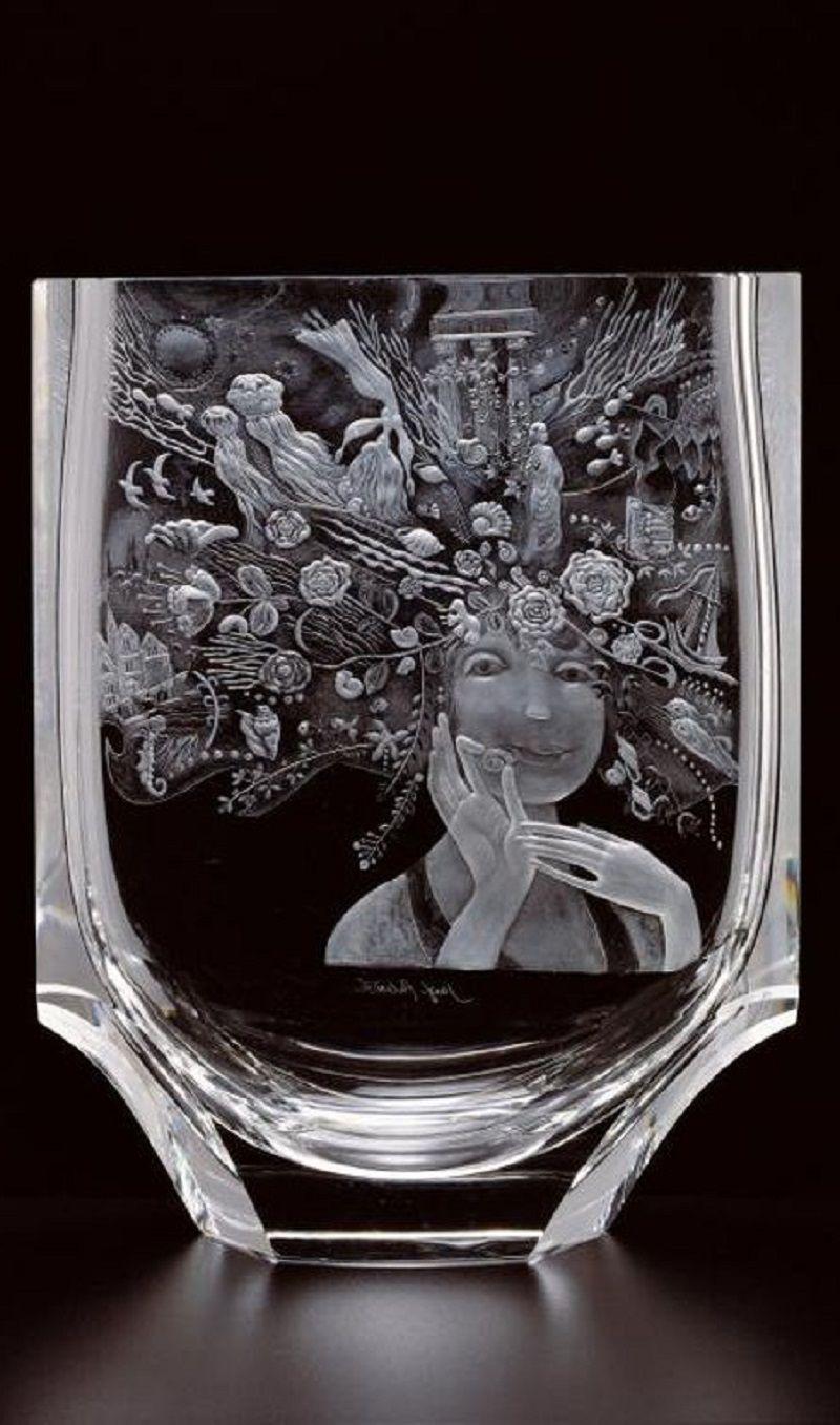 The Little Mermaid . Engraving by Ivan Chalupka based on a graphic by Josef Paleček on a cut-crystal vase by Luboš Metelák , Moser 1993