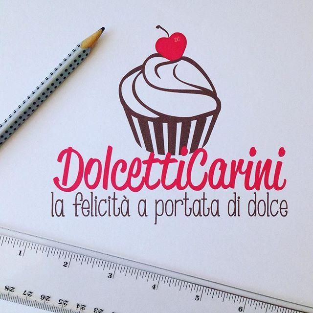 Un restayling grafico tutto da mangiare 😋 quello che ho realizzato per DolcettiCarini ...non viene voglia di dare un morso a questo cupcake?! #fioccodicristallo #DolcettiCarini #restyling #graphic #grafica #graphicwhitlove #handmadewithlove #newlogo #newgraphic #logodesign #logo #marchio #cupcake #dolci #cioccolato #chocolate #love