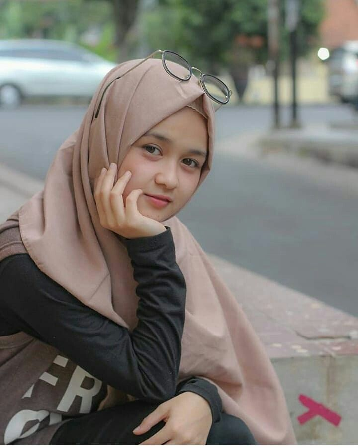 cewe cantik orang indonesia  Beautiful hijab di 2019