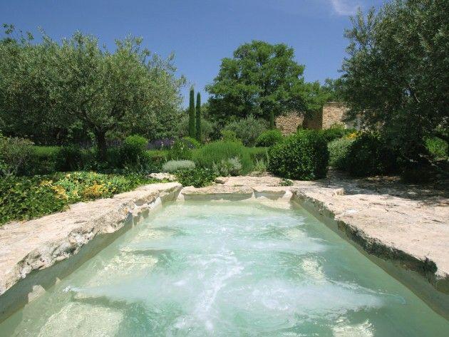 piscine avec spa int gr elle est construite en fibergun et est quip e de nombreux jets et de. Black Bedroom Furniture Sets. Home Design Ideas