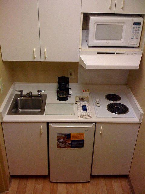 Modelos de cocinas pequeñas - I\'d do away with the microwave and ...