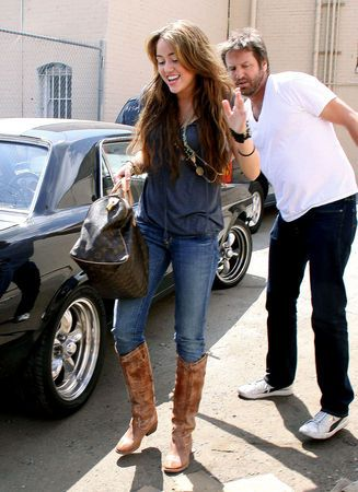 Women Wearing Cowboy Boots Over Skinny Jeans  Ways To Wear Cowboy Boots All Women Stalk