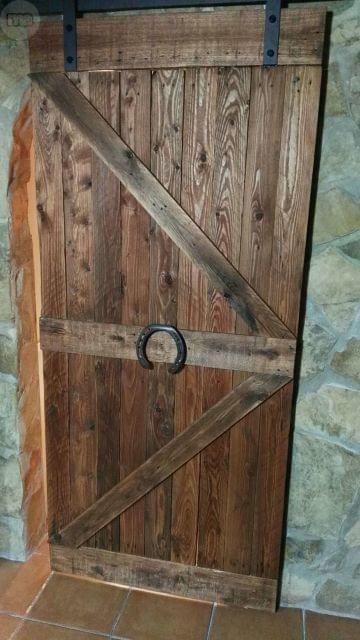 Puertas r sticas o de granero hechas a partir de palets for Puertas corredizas de palets