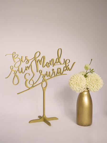 """Frei stehendes Hochzeitsschild """"Bis zum Mond & zurück"""" in gold oder silber. Auch nach der Hochzeit ein tolles Erinnerungsstück."""