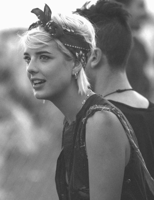 The best bandana hairstyles for women with short hair  bc74a15b47a