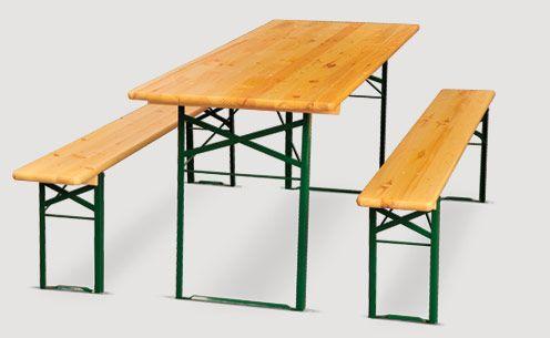 ensemble brasserie table et bancs en métal et bois sur
