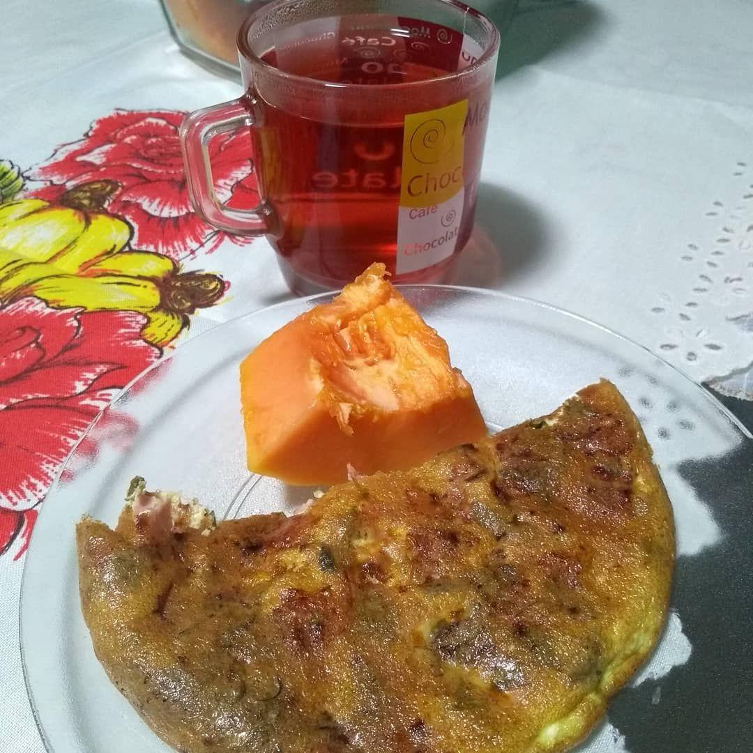 Café da manhã:  Omelete (1 ovo, 1 ft de queijo, 1ft de presunto e tempero verde) 1 ft de mamão 1xic...