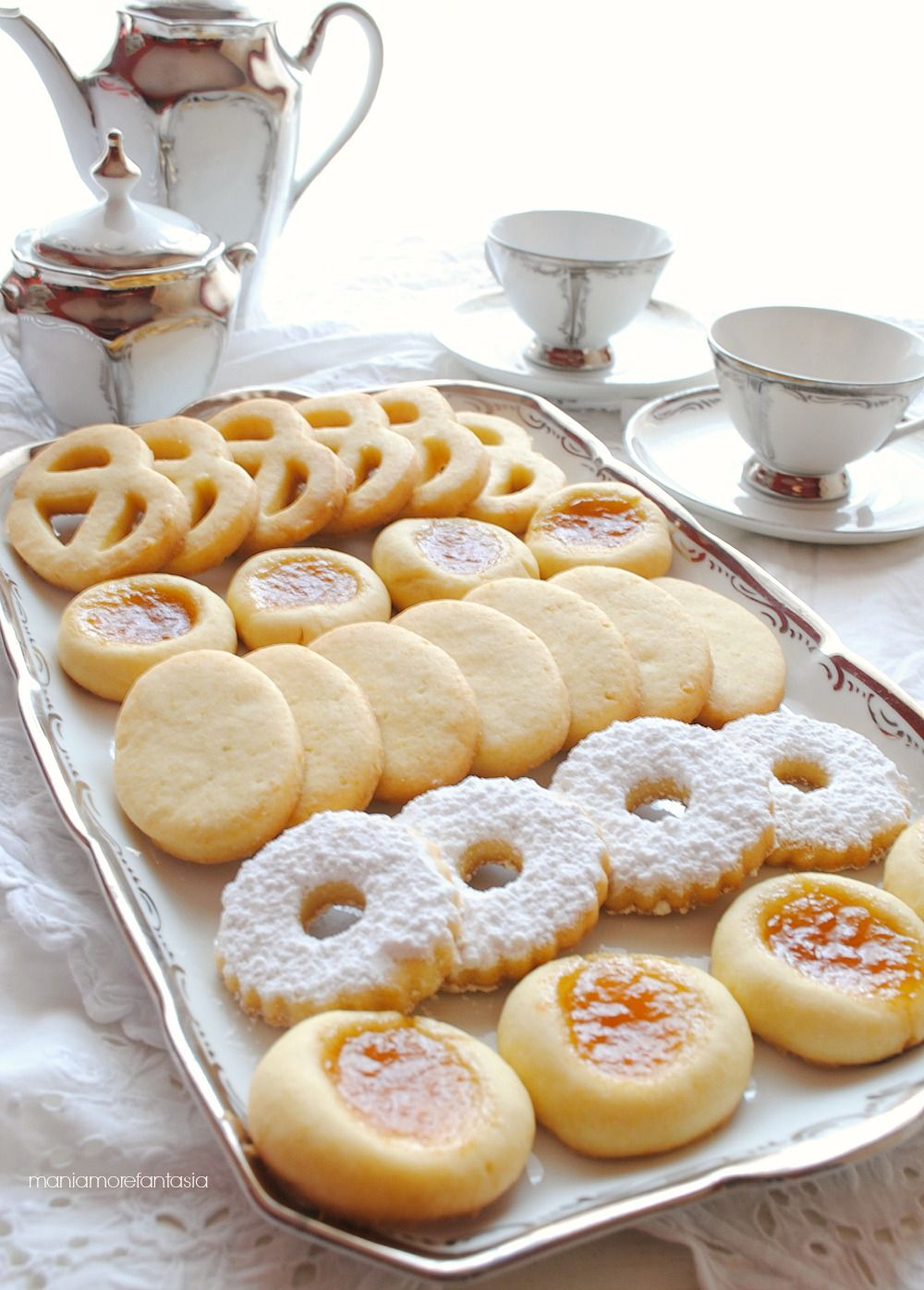biscotti ovis mollis con tuorli di uova sode                                                                                                                                                                                 More