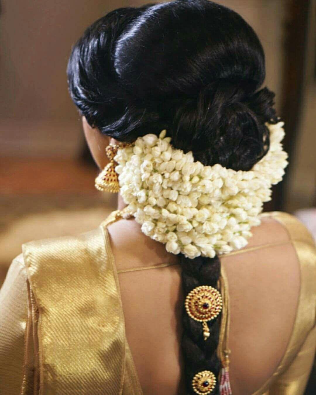 Pin By Almeena On Jadai Billai Malai Crown Corsage N Hand Bouquet Bridal Hair Buns Bridal Hairdo Indian Bride Hairstyle