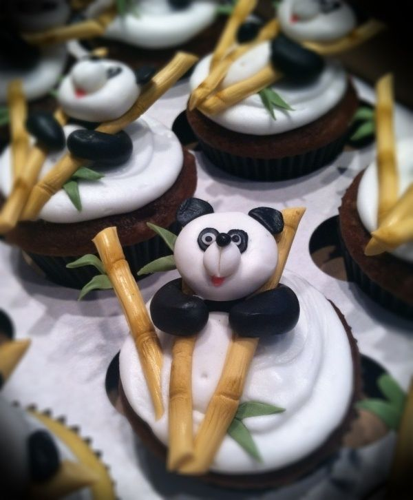 Very Cute Panda Cupcakes I M In Love He Even Holds The Little