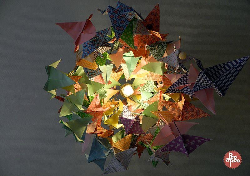 lustre origami grue papier japonais poc a poc decoration cuisine 5 blog diy pinterest. Black Bedroom Furniture Sets. Home Design Ideas