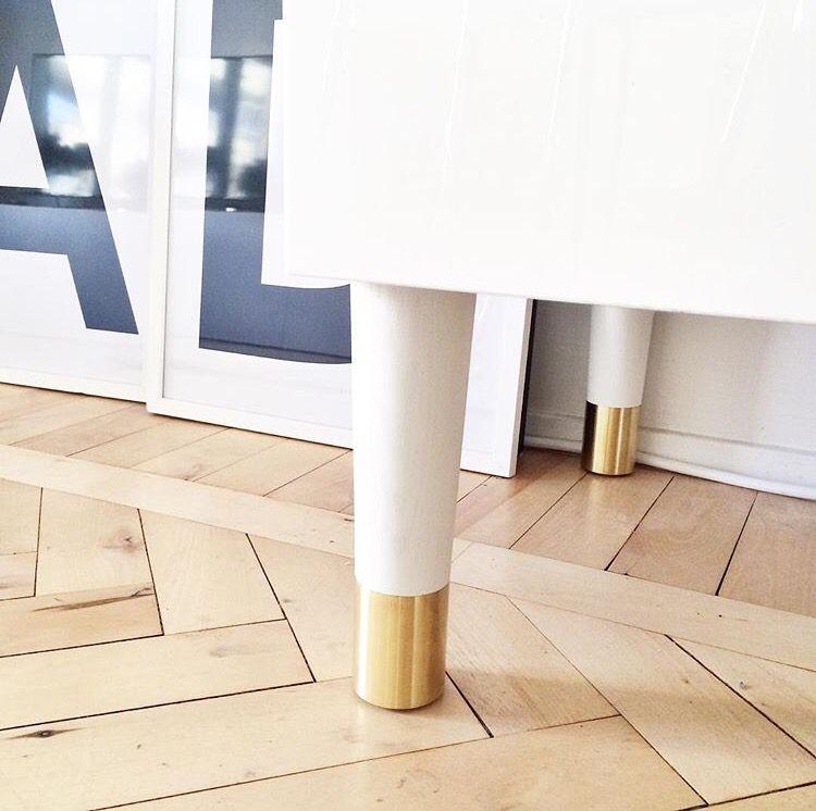 Snygga benen PrettyPegs från Sleepo till IKEAs TV-möbel Bestå. Bild från  Istagram  nyahemmet 6f9eb79f05475