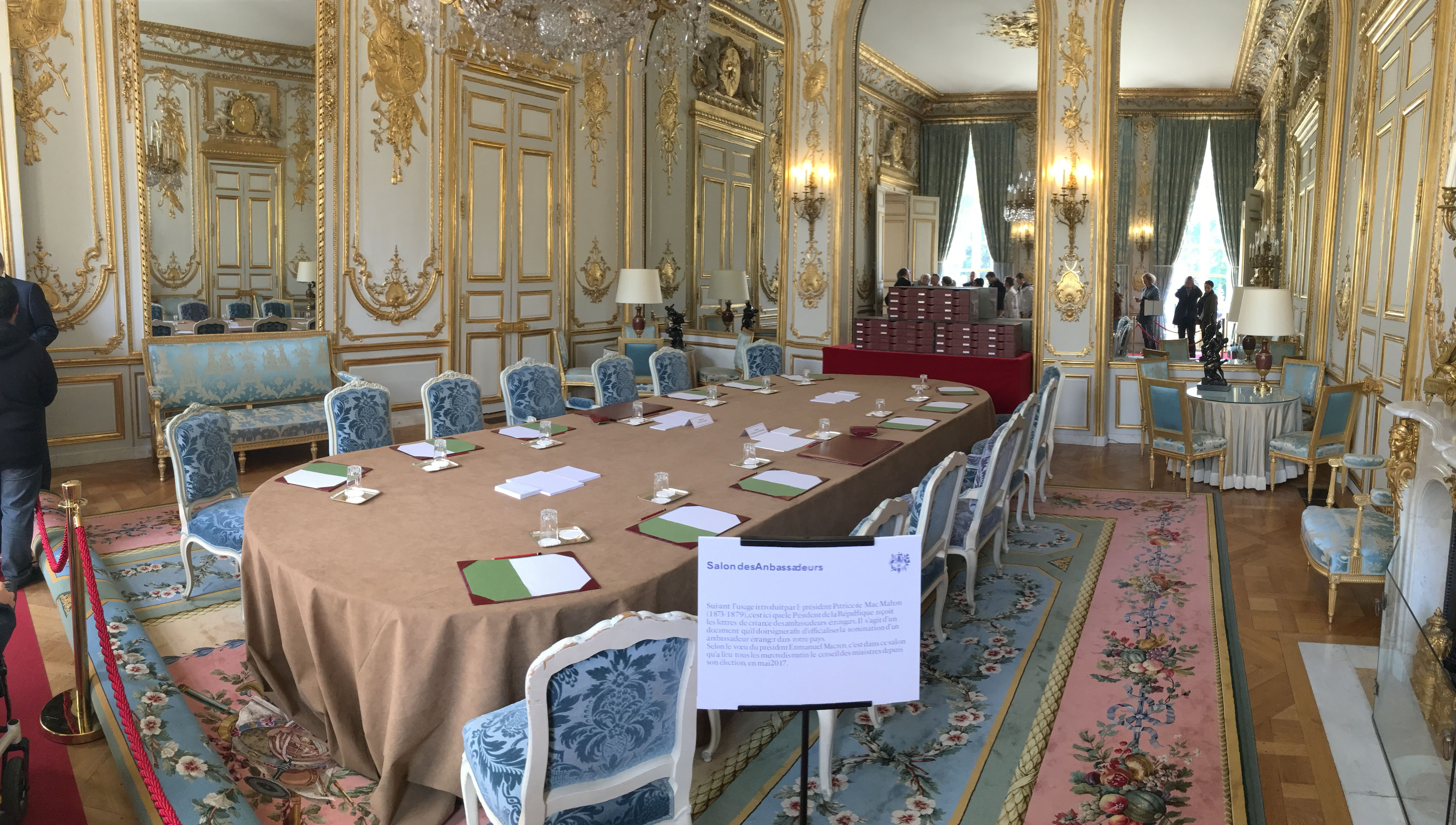 salon des ambassadeurs conseil des ministres du mercredi sous macron journ es du patrimoine. Black Bedroom Furniture Sets. Home Design Ideas