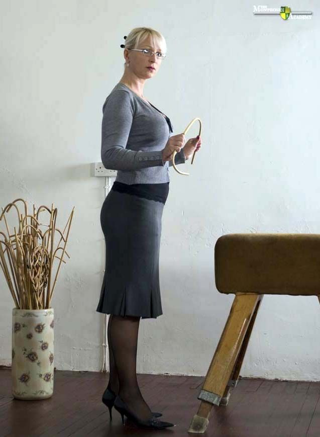 A judicial style caning from miss sultrybelle - 3 6
