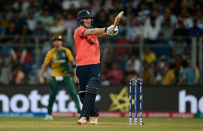 England Didn T Waste Too Much Time To Launch A Counter Attack 44 Runs Off The First 2 Overs And 89 Off The Powerplay England Cricket Team England South Africa