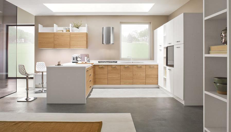 cocina en madera y blanco comercial roi