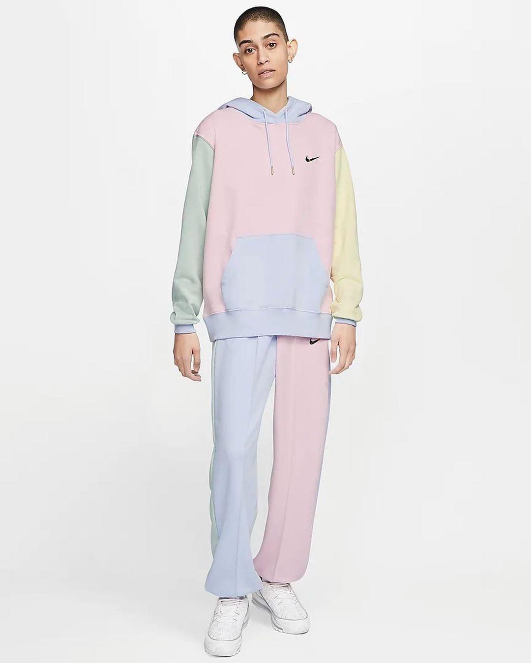 1 Lifestyle Media On Instagram Drop Nike Nouvelles Sappes Pastels Maintenant Disponibles Sur L Nike Sportswear Women Nike Sportswear Trousers Women [ 1349 x 1080 Pixel ]