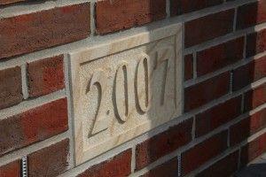IMG_5218-300x200.jpeg (300×200)  Hausnummern und Jahreszahlen aus Sandstein        mediterraner-hausbau.de