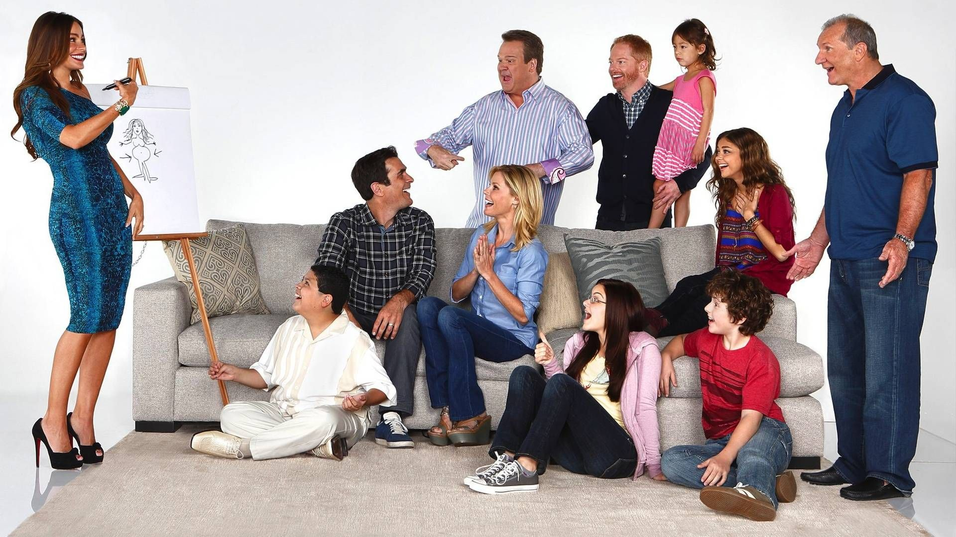 Pin By Brittany Smith On Haley Dunphy Modern Family Modern Family Season 4 Family Tv Series