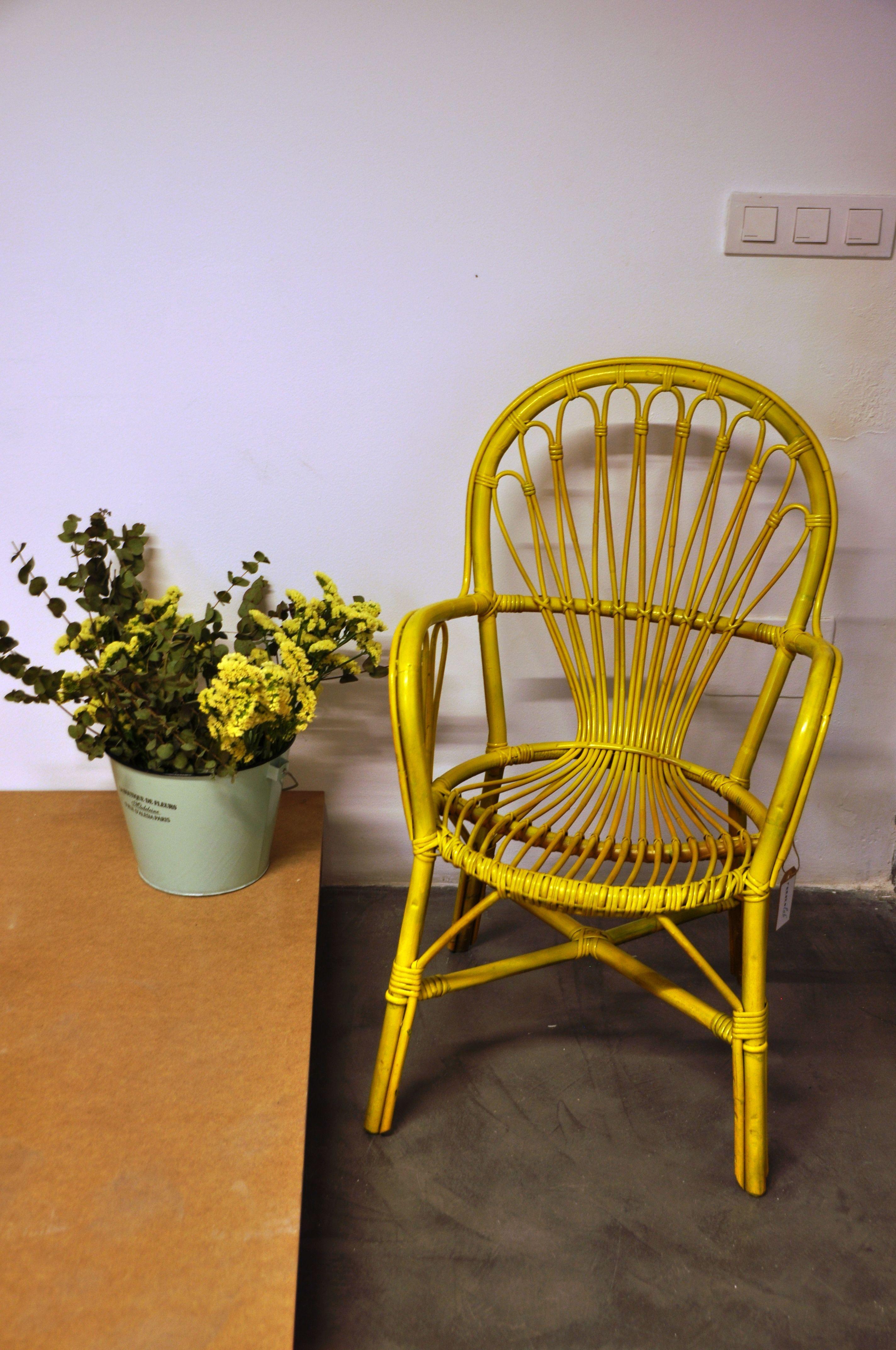 Silla de mimbre pintada en amarillo remake lab muebles - Muebles de mimbre pintados ...