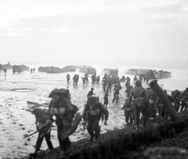 Ingesloten afbeelding Tweede wereldoorlog, Geschiedenis