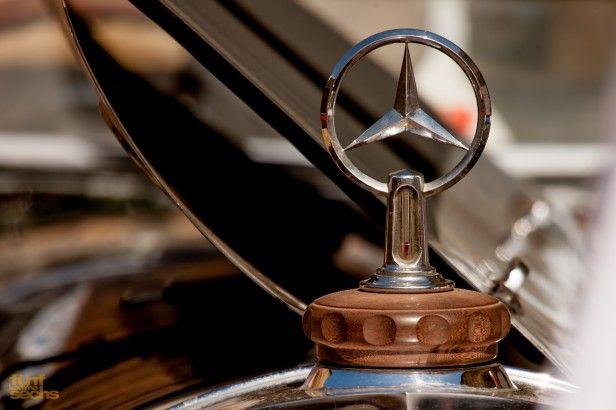 Zu Lande, zu Wasser und in der Luft: so heißt die offizielle Formdeutung des Firmenemblems der Daimler-Motoren-Gesellschaft, hinlänglich bekannt als Mercedes-Stern, den man demnächst häufiger auf dem Planeten antreffen dürfte als das Firmenlogo der katholischen Kirche.