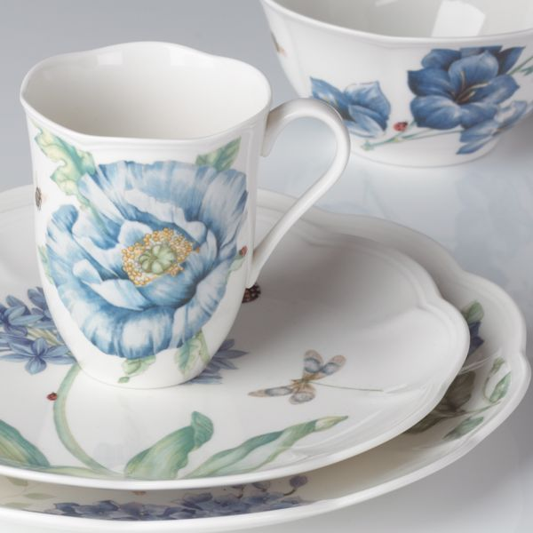 Butterfly Meadow® Blue by Lenox. A fresh setting, great to give a fresh outdoor feeling...even indoors!