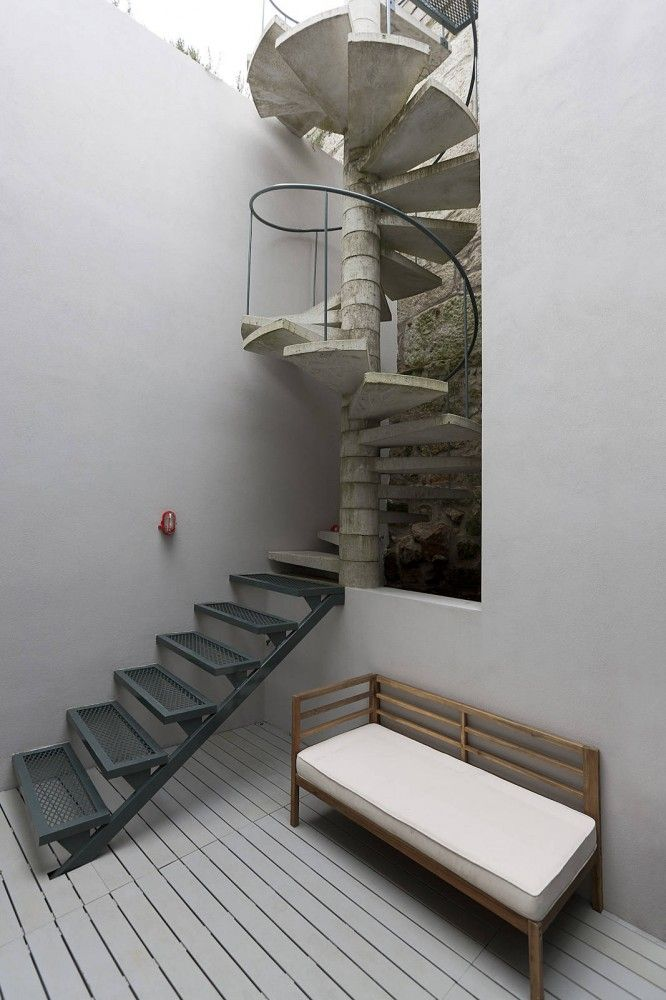 Outeiro House by EZZO.