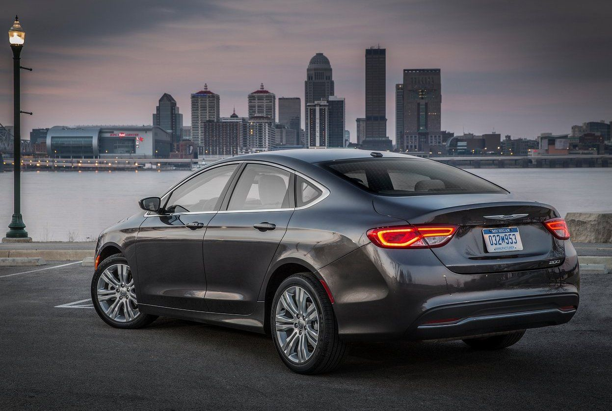 2017 chrysler 200 rear view taillights and tailpipe