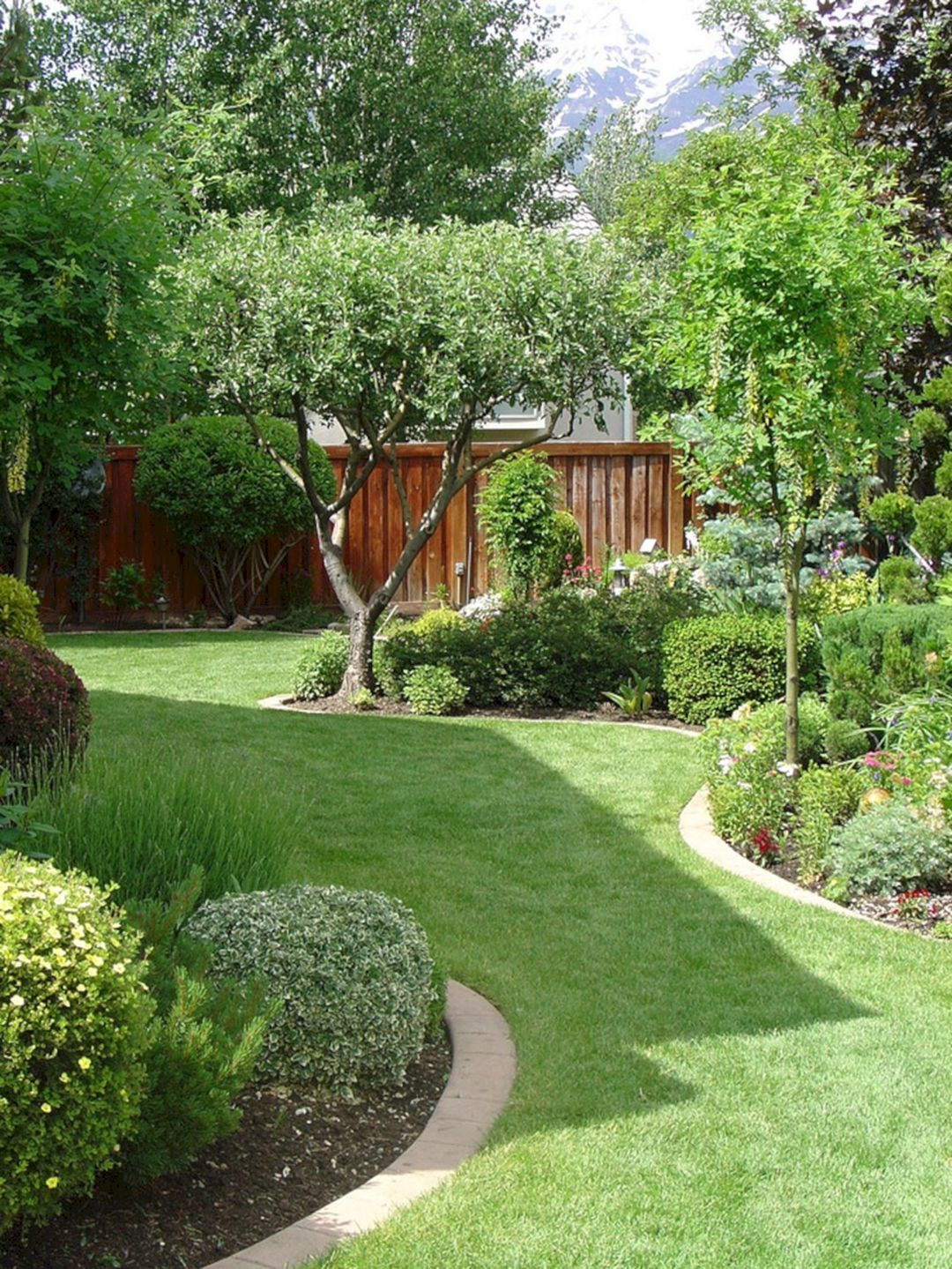 45 Gorgeous Backyard Landscape With Edging Lawn Design Ideas Freshouz Com Small Garden Landscape Small Backyard Gardens Small Backyard Landscaping