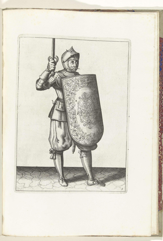 Adam van Breen | De exercitie met de targe en rapier: de soldaat houdt de getrokken rapier niet hoger dan zijn gezicht (nr. 5), 1618, Adam van Breen, Anonymous, Aert Meuris, 1616 - 1618 | De exercitie met de targe en rapier: de soldaat houdt de getrokken rapier niet hoger dan zijn gezicht, 1618. Onderdeel van de illustraties in: Adam van Breen, De Nassausche Wapen-Handelinge: Korte Onderwijsinge op de figuerlijcke af-beeldinghe belangende 'trecht ghebruyck van al 'tghene een Soldaet noodigh…