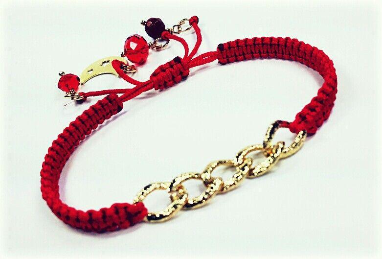 fc250122db5e Preciosa con cadena en chapa de oro! Disponible en café