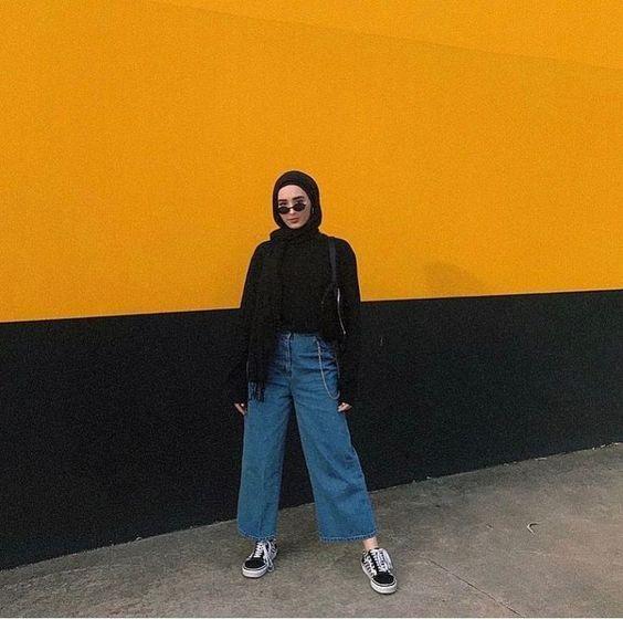 9 Potret OOTD Hijab dan Kulot Jeans; Keren Sekaligus ...