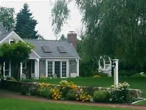 Landscape Design Professional Ideas And Inspiration For Cape Cod Front Yard Landscaping House Landscape Front Yard
