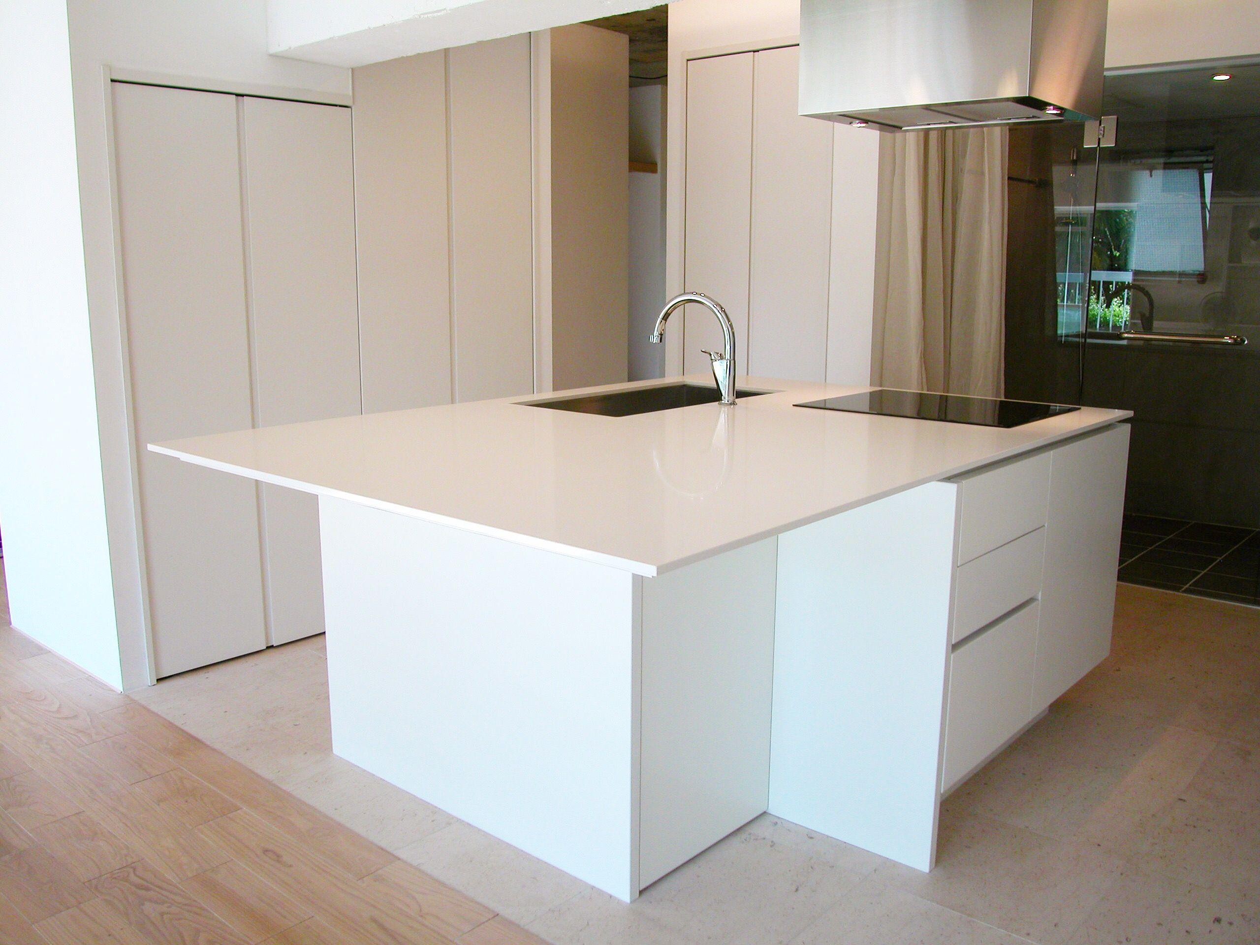 施工事例 アイランドキッチン 変形型アイランドキッチンです