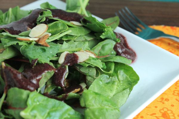 Mixed Greens with Almonds and Blueberry Vinaigrette