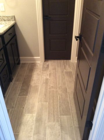 Del Conca Lumber Grey 6x24 tile laid in a standard wood stagger - suelos grises