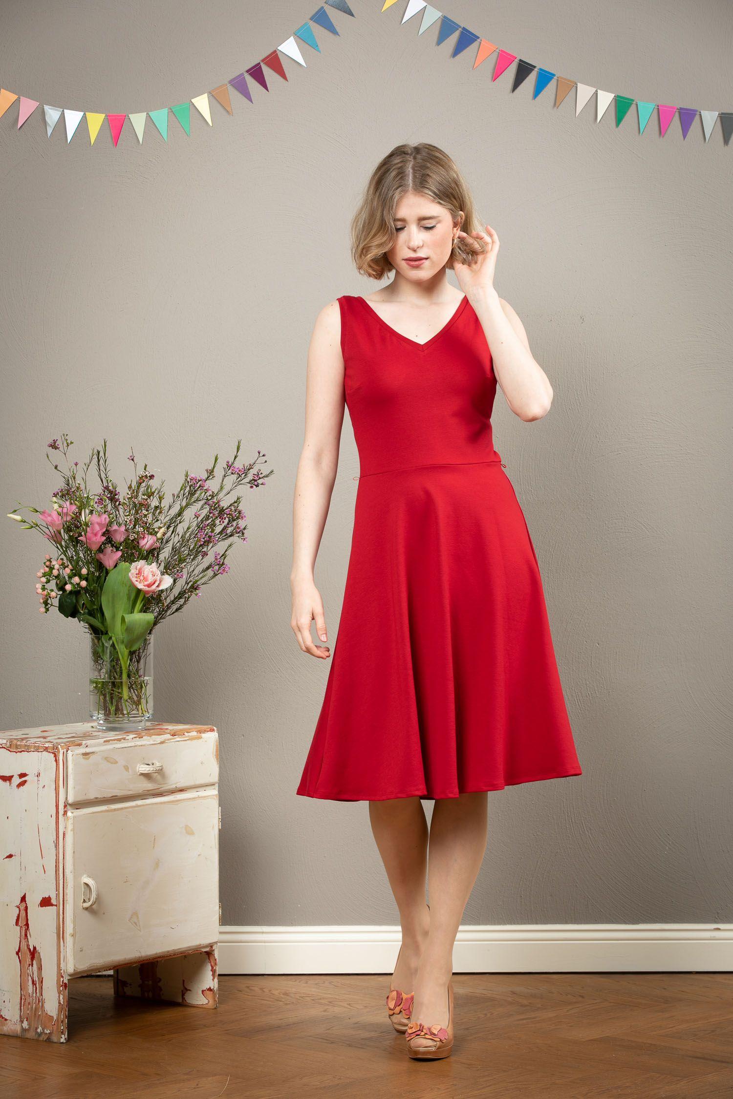 Rotes Kleid Maya mit Rückenausschnitt und Tellerrock ...