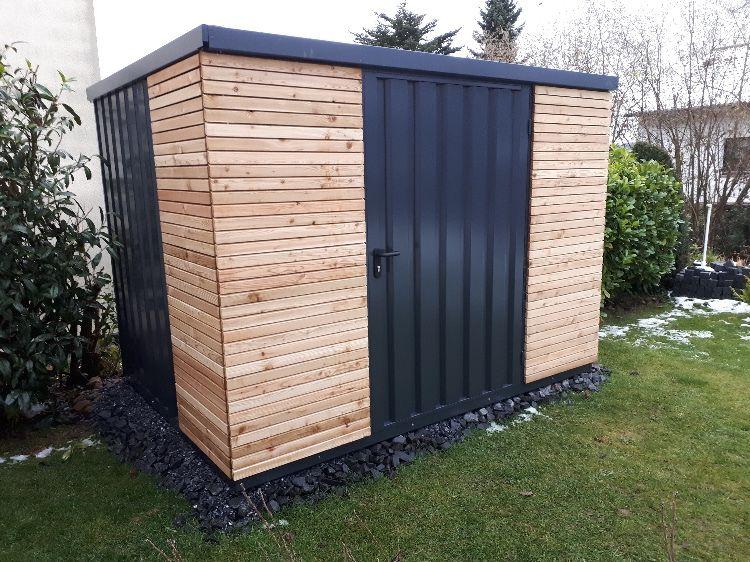 Gartenhaus in anthrazit mit Holzlattung ohne Rahmen