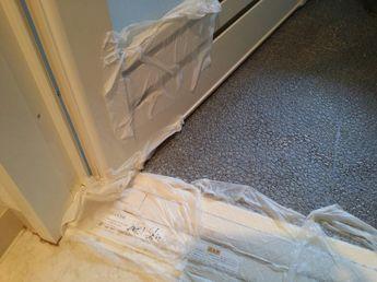 浴室は湿気が多いせいか 黒カビや水垢汚れがどうしても付着しやすいですよね 先日来客のお泊りでお風呂場の大掃除をしようとしたところ ガンコな汚れのこびり付きに頭を抱えました そこで アレコレ試した結果 万能粉と呼ばれる白い粉 クエン酸 を使ったお