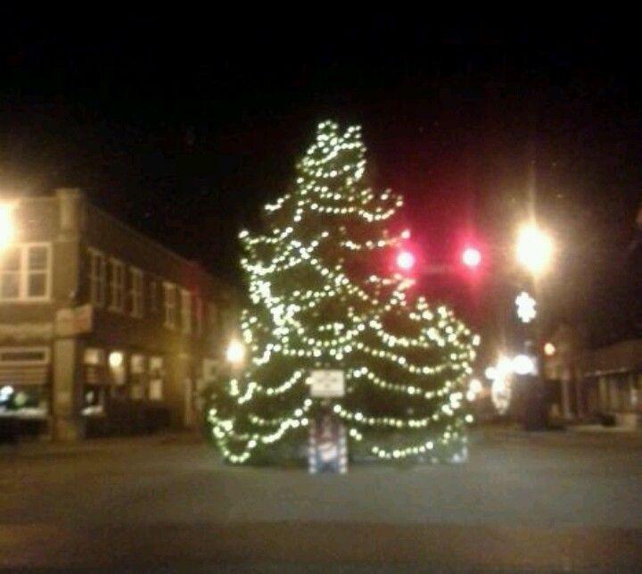 Downtown Wakarusa Indiana Christmas Tree At Main Intersection Christmas Tree Christmas Holiday Decor