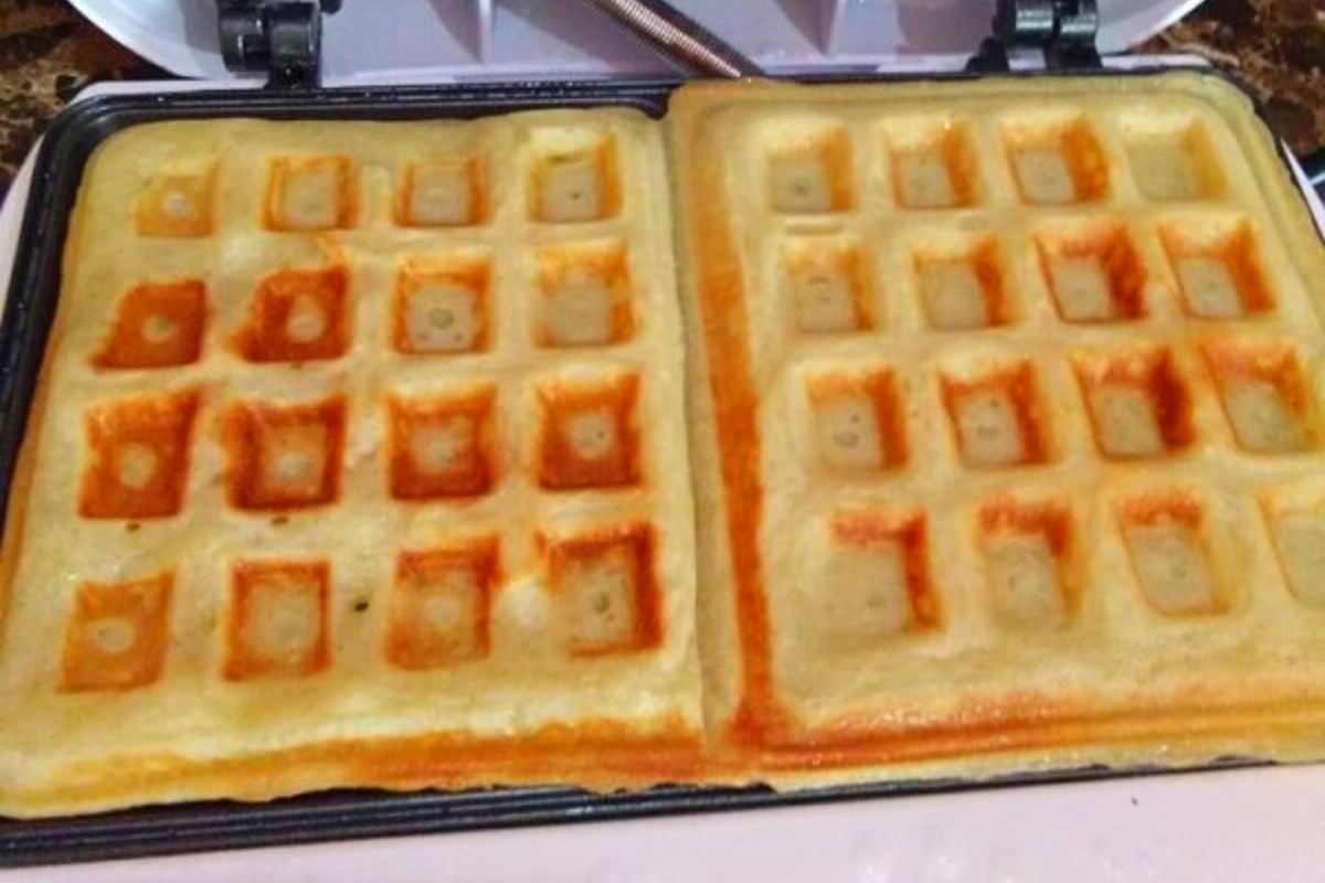 Cara Bancuh Adunan Masak Waffle Sedap Secara Homemade Rasa Waffles Food Food And Drink