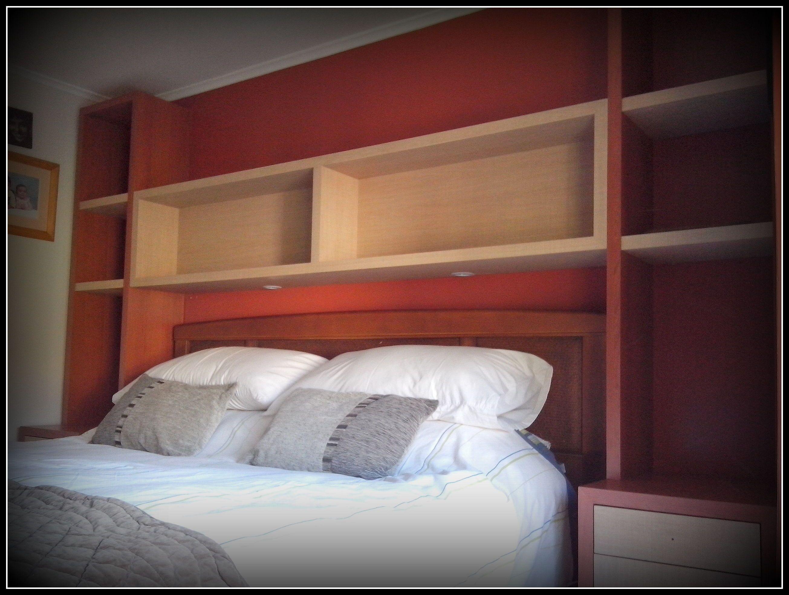 Dise o de cabecera y veladores para cama en dormitorio for Cama diseno