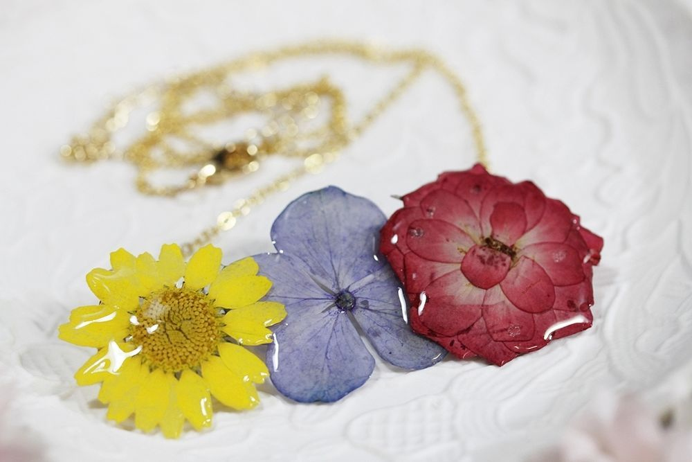 Pressed Dried 3 Natual Flowers Uv Resin Pendent Necklace 2 Flower Resin Jewelry Resin Jewelry Resin Jewelry Making