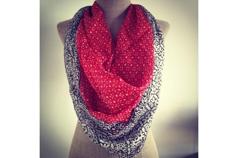 Carré en soie Hanoï   Foulard rouge   Pinterest   Foulard, Foulard ... 0e8953cfb42
