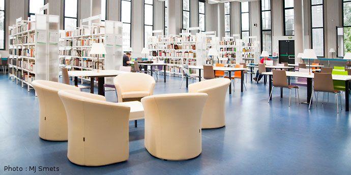 Bibliotheque Universitaire Grenoble Agencement Du Mobilier Table Et Chaises Mobilier