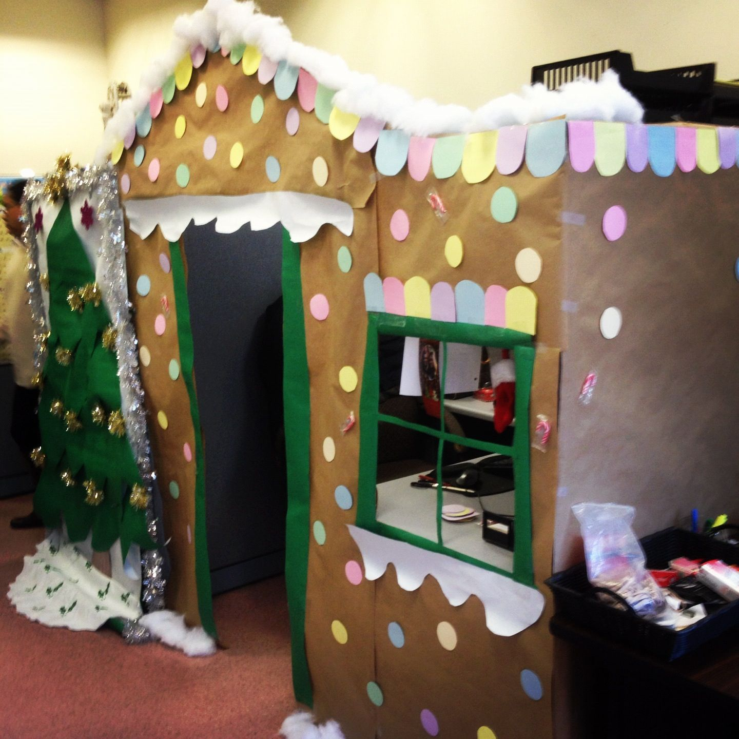 Turn your cubicle into a gingerbread house for christmas for Cubicle decoration xmas