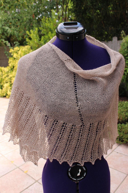 81fa4b6c387f Châle tricoté main en laine et soie d un doux coloris camel   Echarpe,